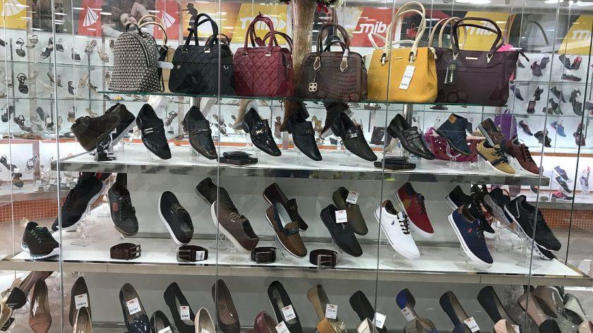 0a256f66f AGÊNCIA BRASIL – Roupas, calçados e acessórios são os objetos do desejo dos  consumistas por impulso. Pesquisa nas capitais do Serviço de Proteção ao  Crédito ...